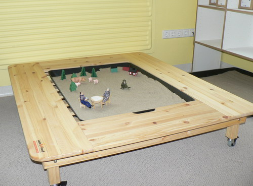 9fdb260bc8a Erica metoodika komplekti kuuluv liivakast koos mänguasjadega. Lapse  ülesandeks on etteantud mänguasju kasutades liivakasti pilt